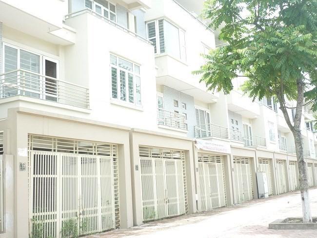 """Hà Nội: Nhà đất tăng giá, nhiều dự án """"té nước theo mưa"""""""