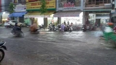 Hình ảnh cơn mưa lớn xuất hiện trước đó tại TP.Buôn Ma Thuột