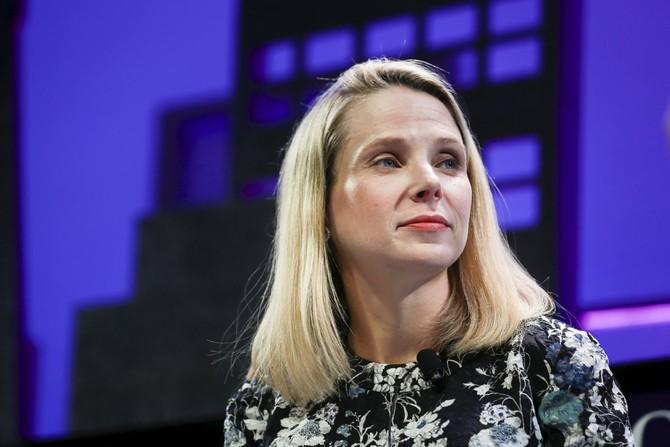 Mayer đưa bài học Cabane để làm việc tại Yahoo với các khóa đào tạo lãnh đạo ... và thậm chí đã tổ chức bữa tiệc ra mắt của cuốn sách ở nhà San Francisco.