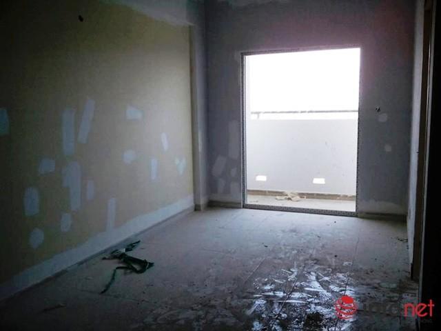 Dù căn hộ vẫn chưa hoàn thiện nhưng chủ đầu tư vẫn thông báo cho khách hàng đến nhận bàn giao.