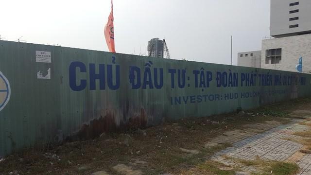 """Sau gần 5 năm """"đắp chiếu"""", cuối tháng 2/2016, Dự án Tổ hợp Ánh Dương tọa lạc tại khu đất có vị trí đắc địa bên bờ biển Đà Nẵng chuyển chủ mới đã được khởi động trở lại."""
