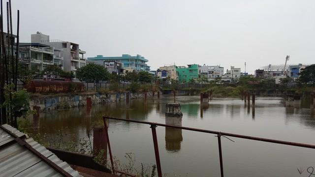 Khu đất để đầu tư dự án của một ông lớn địa ốc Đà Nẵng giờ là hồ nước rộng lớn.
