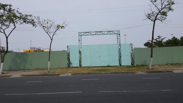 Ven biển Đà Nẵng còn hàng loạt dự án cắm cọc lên rồi bỏ hoang.