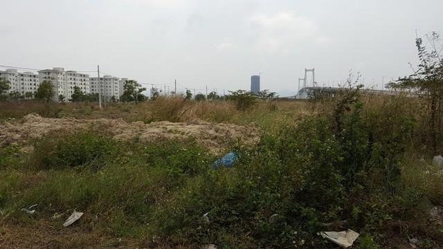 """Thành phố Đà Nẵng đã công khai những dự án """"rùa bò"""" và nhiều lần yêu cầu các chủ đầu tư tiến hành ký cam kết triển khai dự án. Chính quyền thành phố cũng khẳng định sẽ giám sát chặt chẽ tiến độ thực hiện dự án, nếu tiếp tục chậm triển khai sẽ kiên quyết thu hồi đất."""