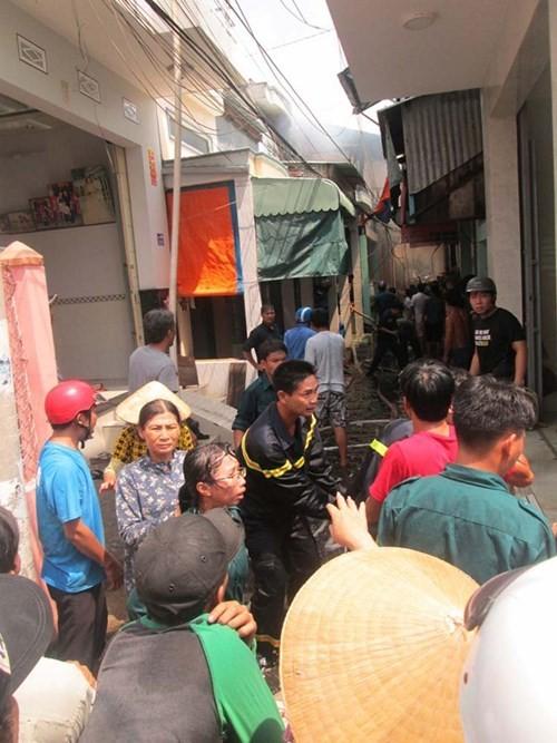Cháy trong khu dân cư, hàng trăm người dân hoảng loạn - ảnh 8