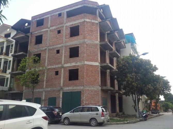 Hầu hết những khu nhà ở thấp tầng đều xây dựng sai phạm.