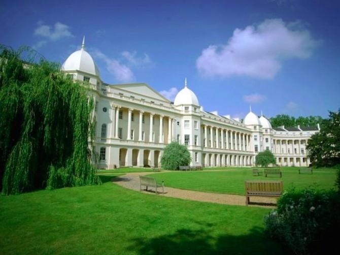 1: London Business School - 5%. Một một con số khổng lồ trong hai mươi sinh viên tốt nghiệp từ Trường Kinh doanh London tiếp tục giữ vai trò lãnh đạo trong công ty, đứng đầu bảng xếp hạng một khoản tiền của.