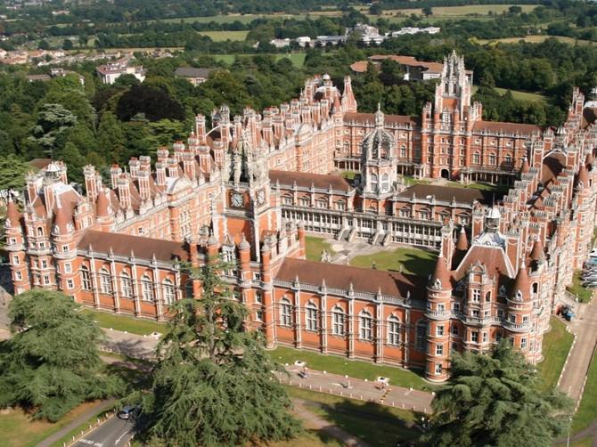 7: Royal Holloway - 2,6%. Egham Campus Royal Holloway đã được thành lập vào năm 1879 bởi doanh nhân Victoria Thomas Holloway là một trường đại học tất cả phụ nữ. Nó bắt đầu chấp nhận các học sinh nam vào năm 1945.