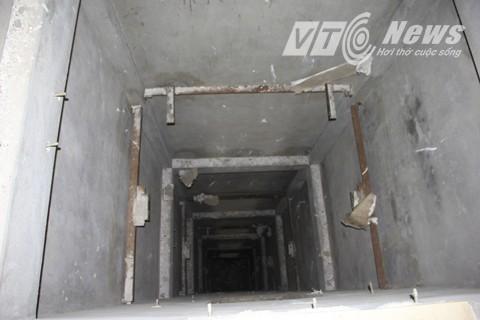 Ngoài ra, nếu được hoàn thiện tòa nhà còn có hệ thống thang máy hiện đại.