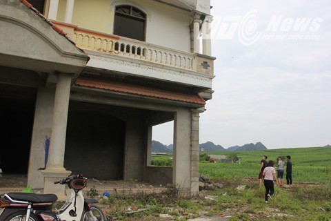 Tòa Keangnam Tây Bắc là địa điểm nổi tiếng không kém những điểm du lịch. Hầu hết những người đến hoặc đi qua Mộc Châu đều dừng lại check in tại đây.