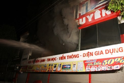 Cháy siêu thị điện máy lớn bậc nhất tỉnh Quảng Trị - ảnh 1
