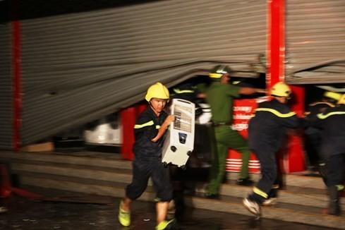 Cháy siêu thị điện máy lớn bậc nhất tỉnh Quảng Trị - ảnh 4