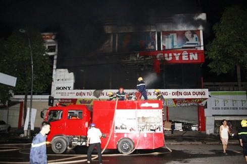 Cháy siêu thị điện máy lớn bậc nhất tỉnh Quảng Trị - ảnh 6