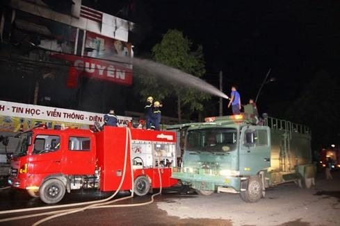 Cháy siêu thị điện máy lớn bậc nhất tỉnh Quảng Trị - ảnh 7