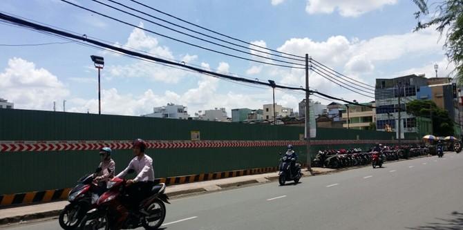 Một trung tâm thương mại trên đường Sư Vạn Hạnh, quận 10, rộng gần 10.000m2 đang được xây dựng.