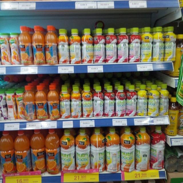 Nước uống sữa trái cây Minute Maid Nutriboost loại hương cam, dâu, xoài và nước cam có tép Minute Maid TEPPY tại Co.op Mart Hà Đông. Ảnh: M.Đ