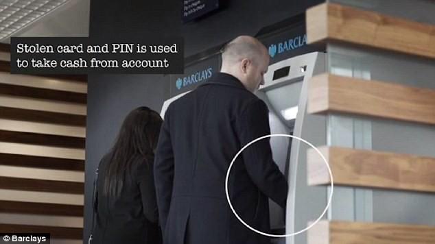 atm, thẻ ATM, Thẻ tín dụng, cây ATM, lừa đảo tại cây ATM, tội phạm, lấy cắp thẻ ATM, lừa đảo, tiền tệ, tiêu dùng, tài chính