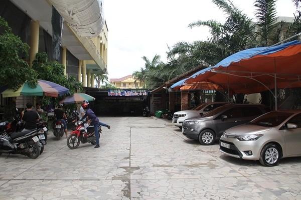 Một khuôn viên khác của bảo tàng lịch sự quân sự lại được mở thêm dịch vụ rửa xe, làm lốp.