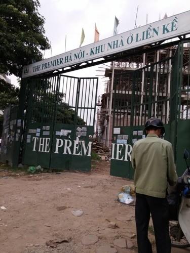 Khu biệt thự The Premier nằm ngay giữa đường Tôn Thất Thuyết và đường Trần Thái Tông.