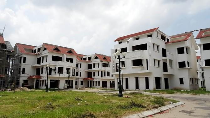 Hiện tại, các căn biệt thự hướng hồ tại đây đang được Công ty Bất động sản Trường Lộc phân phối với giá từ 100 triệu đồng/m2.