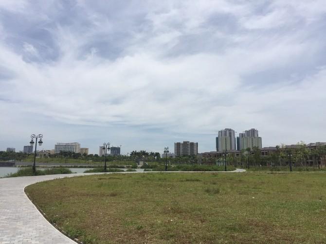Được khởi công từ năm 2006, đến nay Khu đô thị Thành Phố Giao Lưu đã cơ bản hoàn thiện hạ tầng, gồm sân khấu ngoài trời, đài phun nước, hồ câu, cầu Nhật Bản.