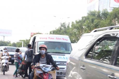 """Xe khach Vung Tau – San Bay """"bua vay"""" Tan Son Nhat - Anh 5"""
