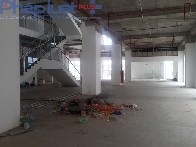 Cư dân cho biết, chủ đầu tư nói tầng 1 có phòng sinh hoạt cộng đồng, nhưng hiện tại không có. Đây là hiện trạng tầng 1 của tòa nhà.