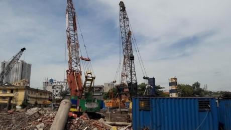 Công trường dự án 423 Minh Khai tổ chức thi công cả ngày lẫn đêm ảnh hưởng đến cuộc sống người dân