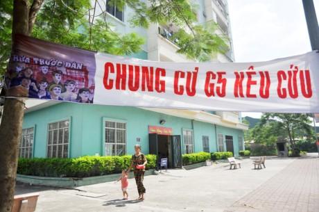 Ha Noi: Dan khon kho vi thang may chung cu khong hoat dong - Anh 4