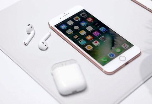 Apple đang lo lắng cho doanh số iPhone 7? - ảnh 1