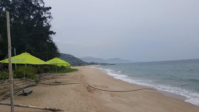 Bãi biển Cá Ná vẫn còn khá hoang sơ, trong sạch