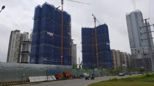 Các dự án lớn sau khi được đầu tư xây dựng bắt đầu đi vào khai thác, sử dụng...dân cư chuyển về sinh sống đông đúc.