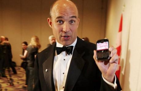 Su khac biet trong tu duy cong nghe cua Steve Jobs va 2 vi lanh dao huyen thoai cua BlackBerry - Anh 4