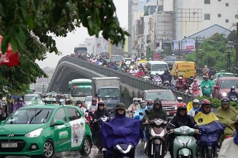 Sài Gòn mưa tầm tã sáng nay, người người khốn khổ - ảnh 18