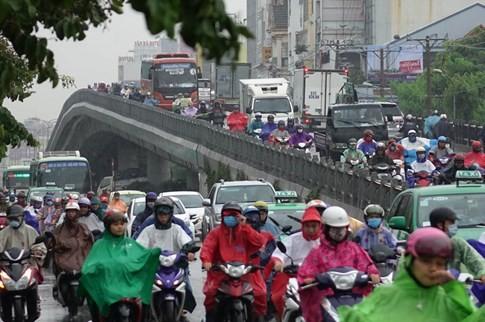 Sài Gòn mưa tầm tã sáng nay, người người khốn khổ - ảnh 19