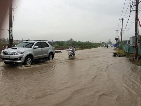 Sài Gòn mưa tầm tã sáng nay, người người khốn khổ - ảnh 6