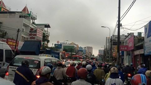 Sài Gòn mưa tầm tã sáng nay, người người khốn khổ - ảnh 3