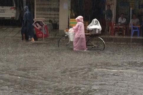 Sài Gòn mưa tầm tã sáng nay, người người khốn khổ - ảnh 12