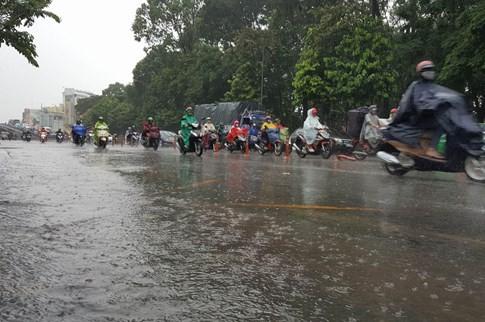 Sài Gòn mưa tầm tã sáng nay, người người khốn khổ - ảnh 17