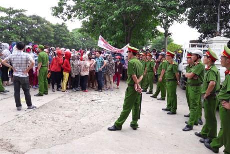 Hon 3.000 cong nhan Cong ty TNHH Matrix Vinh dinh cong doi quyen loi - Anh 6