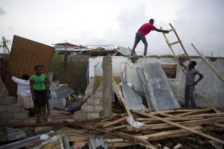 Bao kinh hoang tan pha Haiti, 261 nguoi thiet mang - Anh 10