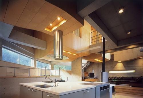 Nội thất trong ngôi nhà rất hiện đại, cụ thể như phòng bếp. Không gian phòng bếp rộng rãi và hiện đại đủ khiến nhiều người thích mê từ cái nhìn đầu tiên.