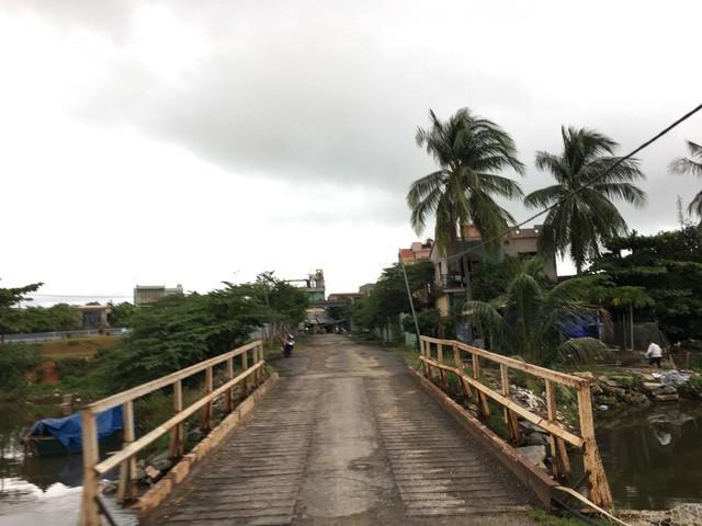 Cây cầu duy nhất dẫn vào trong dự án
