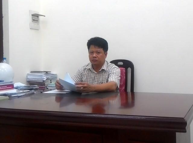 Ông Nguyễn Văn Tiến, nguyên Chủ tịch UBND xã Hải Bối trao đổi với phóng viên. Ảnh: Phạm Duy