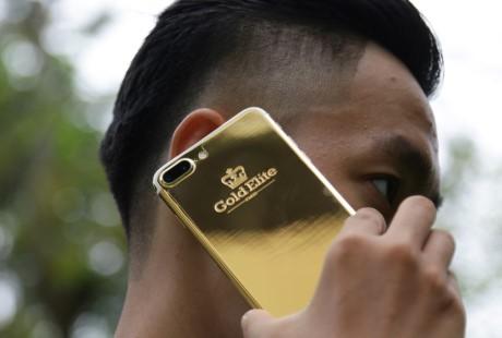 iPhone 7 Plus ma vang gia 180 trieu ve Viet Nam - Anh 2