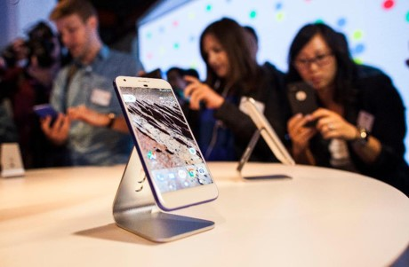 """Vi sao Google """"giau giem"""" viec nho HTC giup do de tao nen dong Pixel? - Anh 4"""