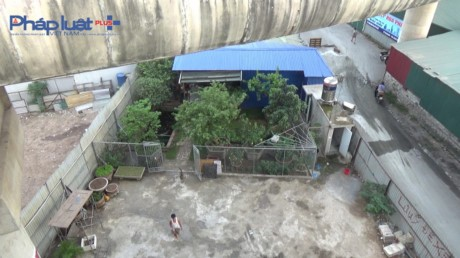 Ha Noi: Gam cau Vinh Tuy bi 'chia nam xe bay' - Anh 5