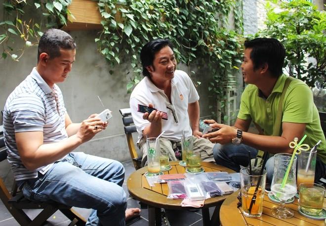 Chơi điện thoại Nhật cổ tại Sài Gòn
