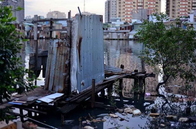 """Cuộc sống """"đen"""" giữa lòng Sài Gòn hiện đại"""