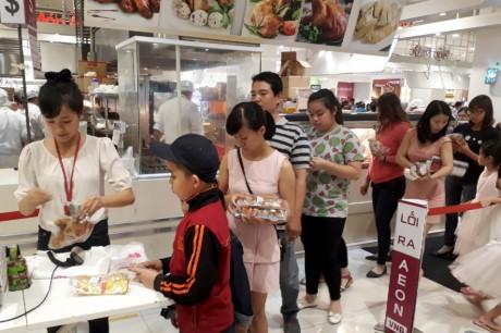 Chen lan mua sam Tet duong lich tai Sai Gon - Anh 10
